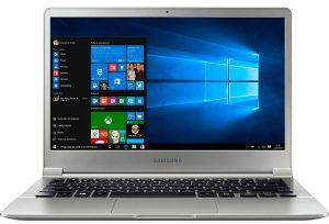 """Conheça o Notebook Samsung Style S50 NP900X3L-KW1BR com processador Intel Core i7 (6500U) de 2.5 GHz a 3.1 GHz e 4 MB cache, 8GB de memória RAM (LPDDR3 - 1866 MHz), SSD 256 GB, Tela LED FULL HD de 13,3"""" com resolução máxima de 1920 x 1080, Placa de Vídeo integrada Intel HD Graphics 520, Conexões USB e HDMI, Wi-Fi 802.11 ac, Não possui Drive de DVD, Bateria de 2 células (30WHr), Teclado retroiluminado, Peso aproximado de 860g e Windows 10."""