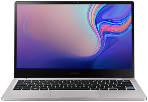 """O Notebook Samsung Style S51 NP730XBE-KP3BR possui processador Intel Core i7 (8565U) de 1.8 GHz a 4.6 GHz e 8MB cache, 8GB de memória RAM (LPDDR3 - 8Gb onboard), SSD 256GB, Tela LED Full HD de 13,3"""" com resolução máxima de 1920 x 1080, Placa de Vídeo integrada Intel UHD Graphics 620, Conexões USB e HDMI, Wi-Fi 802.11 b/g/n/ac, Não possui Drive de DVD, Bateria de 56Wh, Peso aproximado de 1,29g e Sistema Operacional Windows 10 64 bits."""