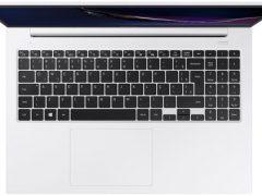 """O Notebook Samsung Book X40 NP550XCJ-XF2BR possui processador Intel Core i5 (10210U - 10ª Geração) de 1.6 GHz a 4.2 GHz e 6 MB cache, 8GB de memória RAM (DDR4 - 8Gb x 1 sendo 2 slots e 1 livre), HD de 1 TB (5400 RPM) e 1 slot m.2 livre, Tela LED HD de 15,6"""" antirreflexiva com resolução máxima de 1366 x 768, Placa de Vídeo integrada Intel UHD Graphics e NVIDIA Geforce MX110 com 2GB de memória dedicada (GDDR5), Conexões USB e HDMI, Wi-Fi 802.11 b/g/n/ac, Não possui Drive de DVD, Bateria de 3 células (43Wh), Peso aproximado de 1,94kg e Sistema Operacional Windows 10 64 bits."""